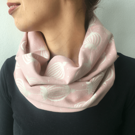 šálik_sestrice_poppy_powder_pink_loop_scarf